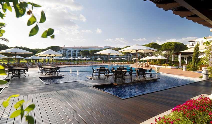 La piscine d'une résidence premium Pierre & Vacances