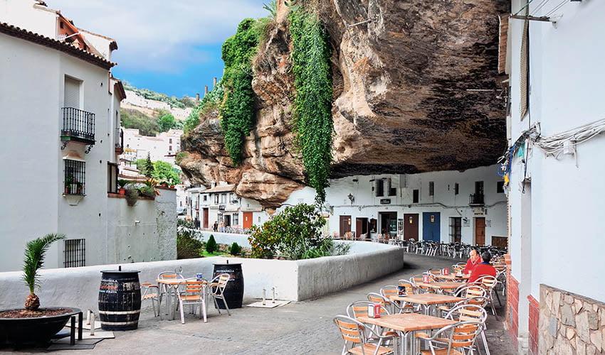 Village Setenil de Bodegas en Andalousie
