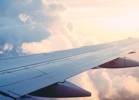 5 astuces pour prendre l'avion sereinement avec des enfants