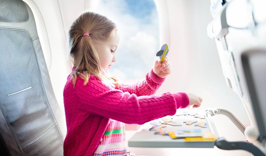 Prendre l'avion avec ses enfants, nos astuces