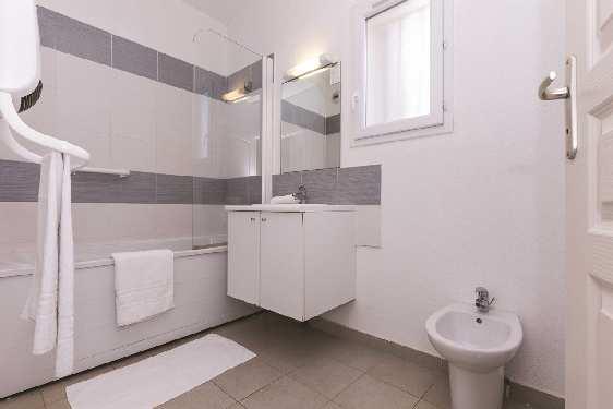 Club vacances Odalys-Vacances - Acqua Linda : salle de bain