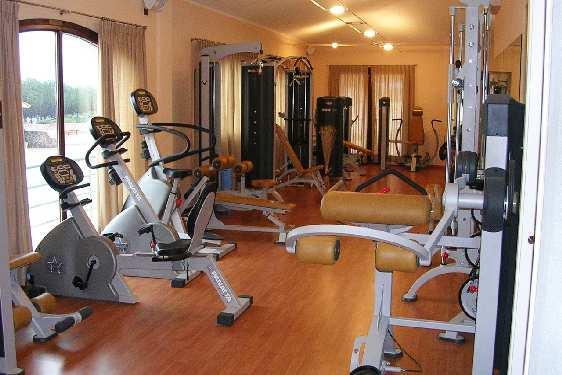 Club vacances Odalys-Vacances - Porto Corallo : salle de fitness