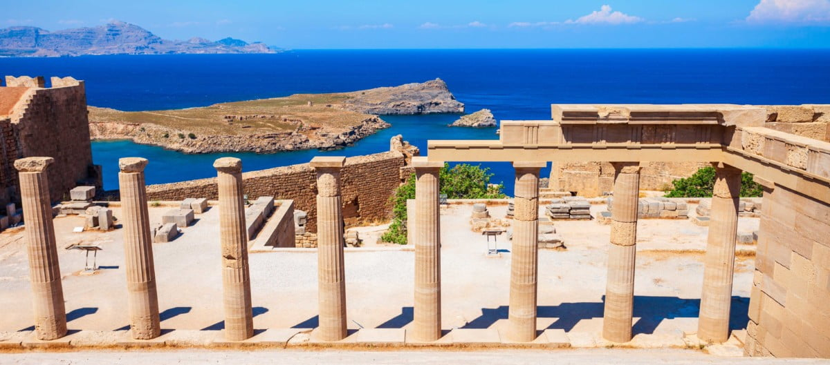 Grèce vue sur la mer depuis ruines antiques
