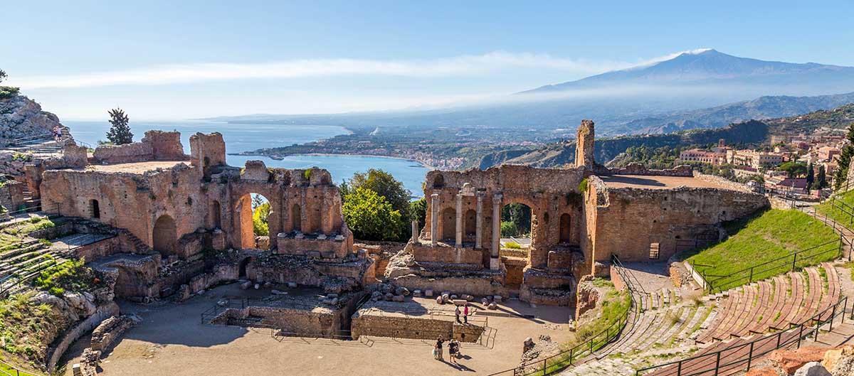 Sicile, Italie, vue sur Taormine et l'Etna