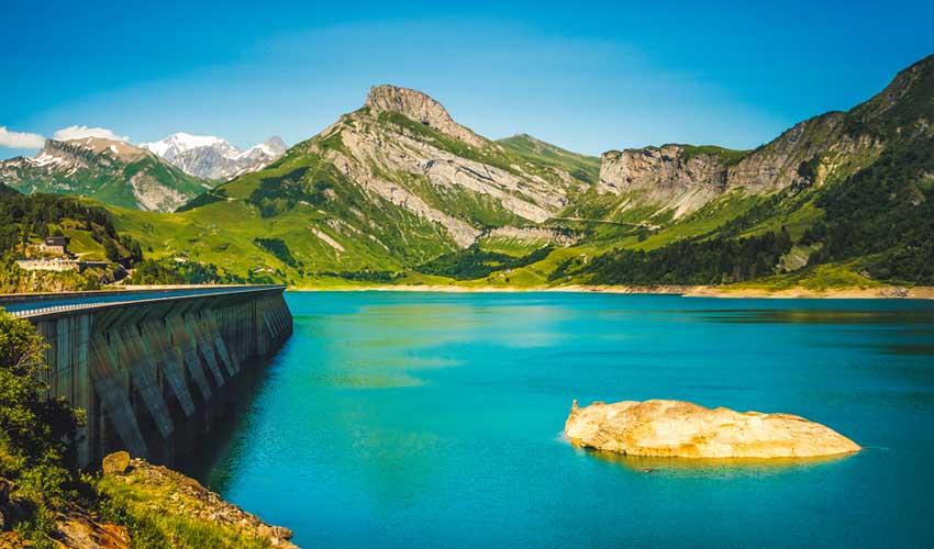 Vacances MMV à la montagne en été : lac de montagne
