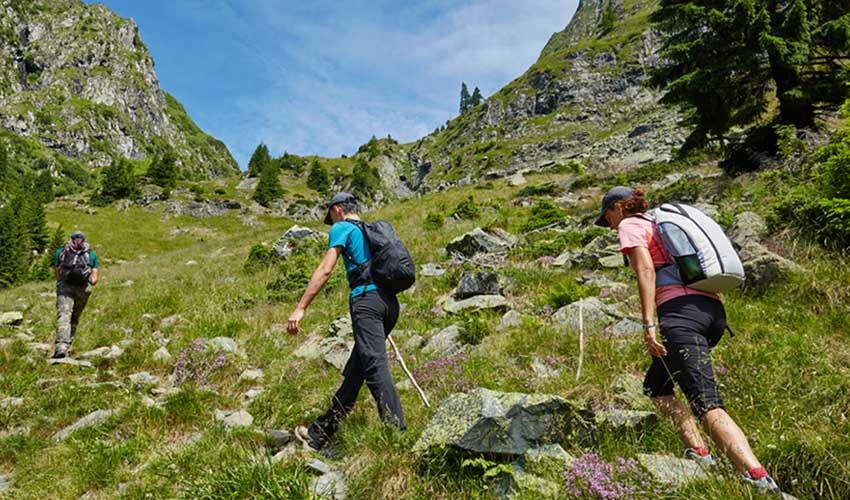 Vacances sportives MMV en randonnée à l'Alpazur