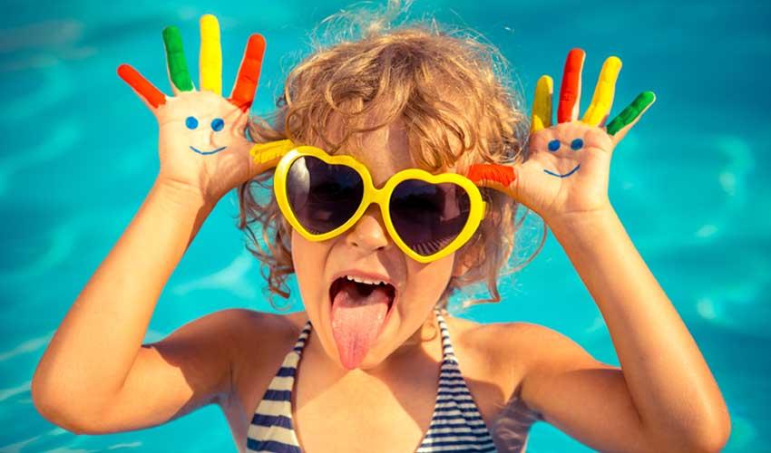 vacances miléade club enfant fille piscine grimace