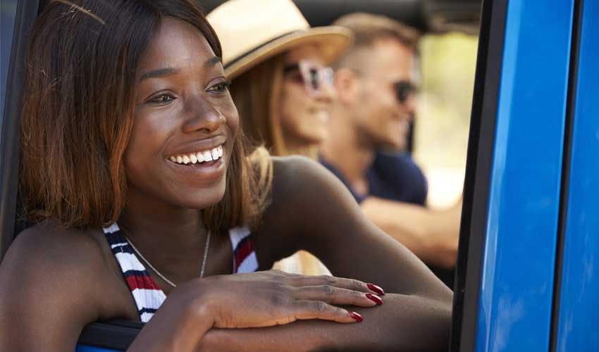 expedia agence programme fidelite femme sourire