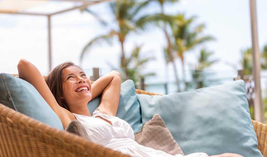 expedia agence avantages hotels femme detente