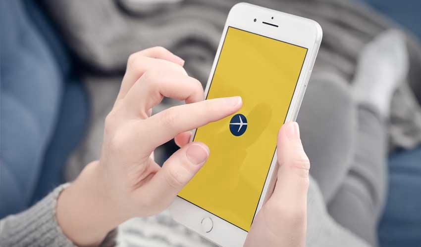 expedia agence les avis application mobile mains de femme ouverture de l'application