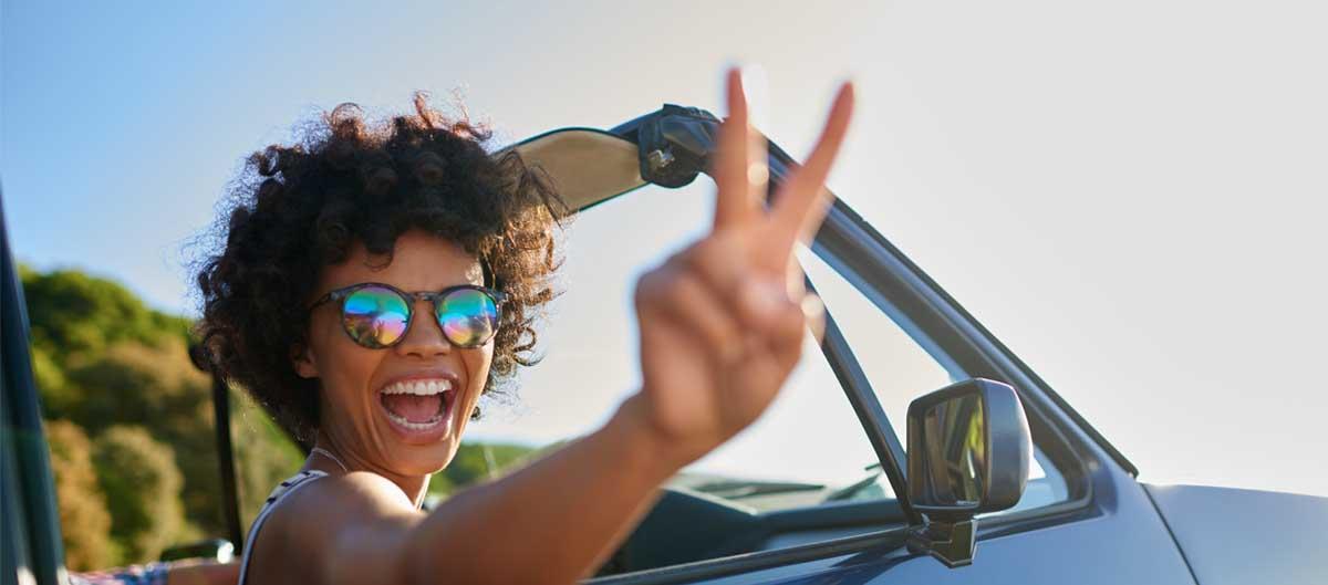 expedia agence location de voiture femme au volant