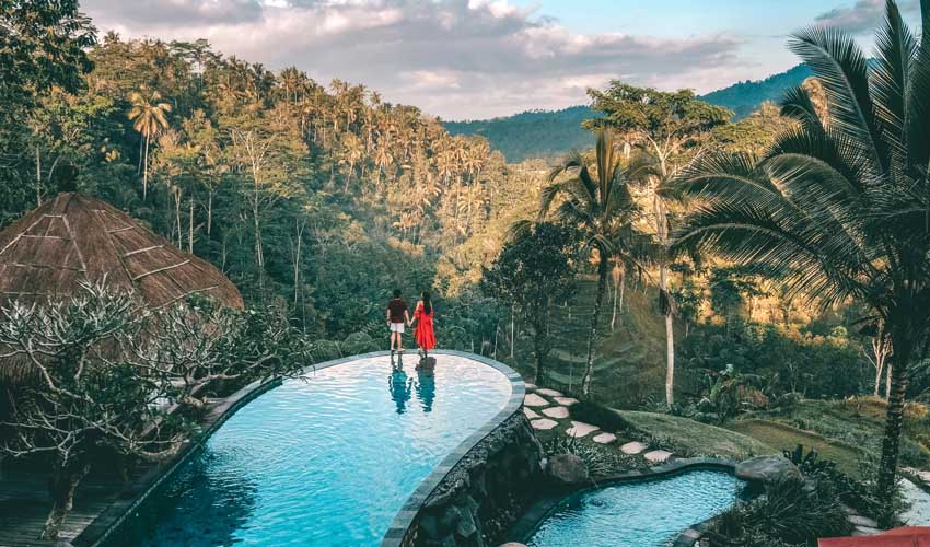 expedia agence programme fidelite luxe hotel couple