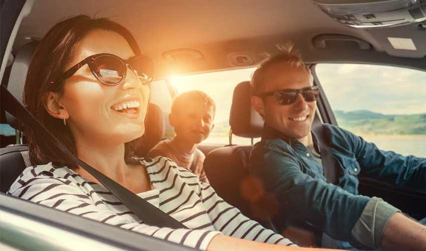 expedia agence location de voiture famille en voiture et soleil