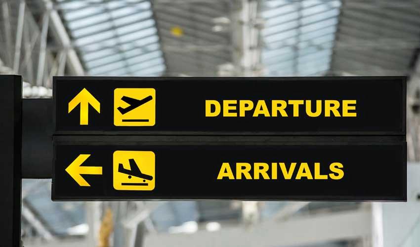 expedia agence aeroport vols panneaux de signalisation depart et arrivee