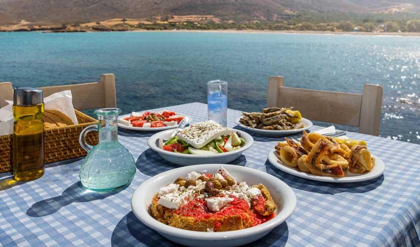 Grece top pas cher manger local taverne grecque avec vue sur mer nourriture locale