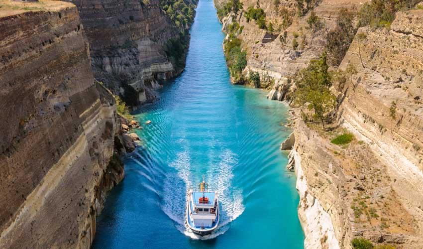 grece a na pas manquer Corinthe canal avec bateau