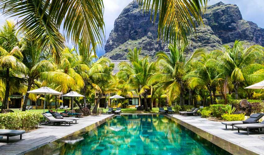 ile maurice top pas cher hotel all inclusive piscine avec palmiers et transat