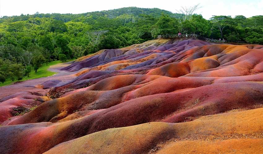 ile maurice pas manquer terre sept couleurs clairiere
