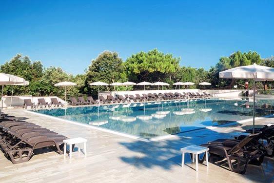 Résidence club Odalys Paradu Resort : Piscine