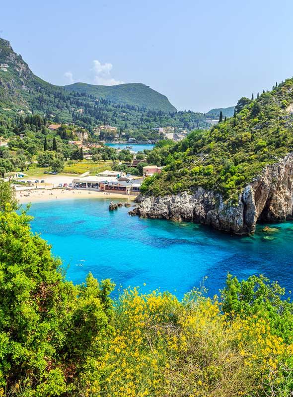 La plage de Paleokastritsa, Corfou, Grèce