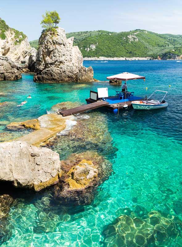 La plage de Paleokastritsa, snorkeling, Corfou, Grèce