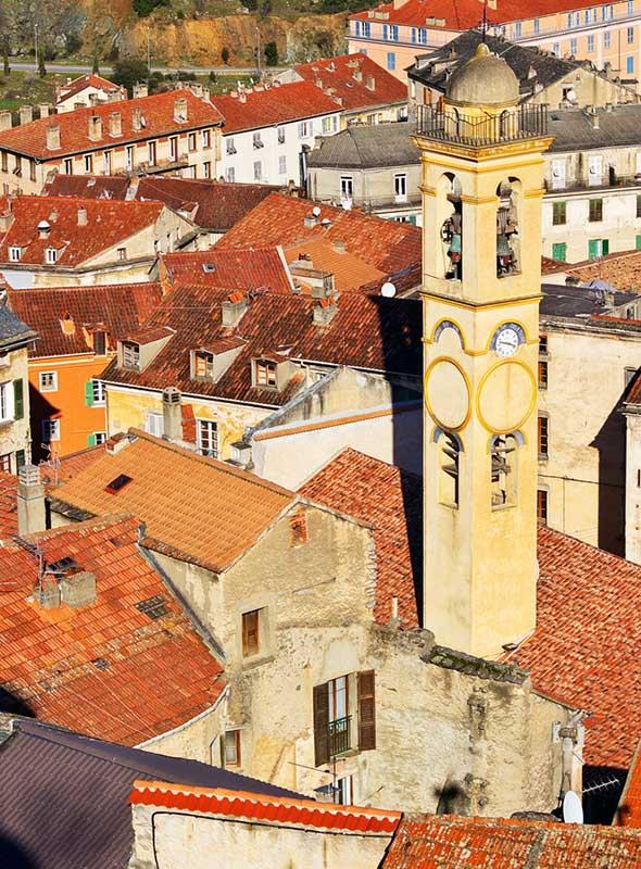 Corte, en Corse, vue de haut