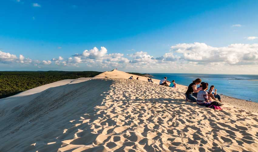 france pas manquer dune du pilat vue sur foret et mer dune de sable sommet