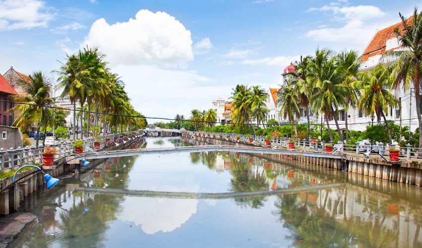 indonesie a faire visiter l'ancienne ville coloniale de jakarta kota tua vue sur le fleuve