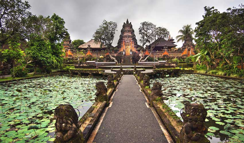 indonesie a afire visite de ubud temples
