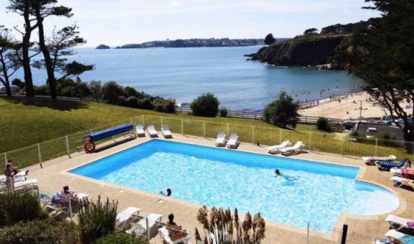 nemea residences vacances famille en ete bretagne locmaria plouzane avec vue sur mer et piscine