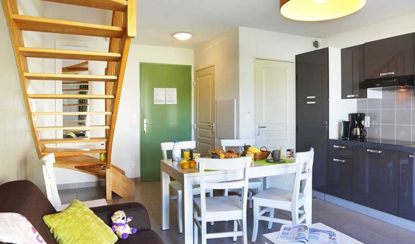 nemea residence logement bretagne saint malo cuisne equipee et salon