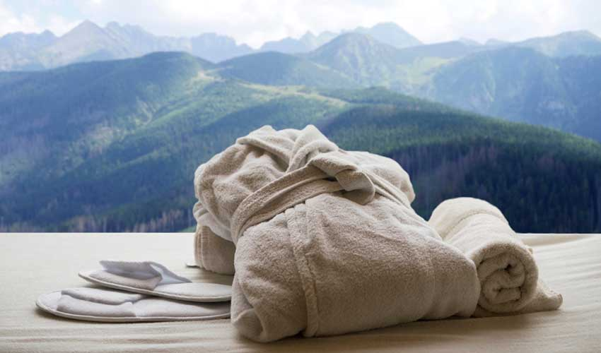 nemea vacances ski detente montagne spa jacuzzi peignoir avec vue