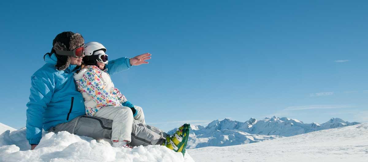 nemea vacances ski papa et sa fille en train de skier image principale montagne et neige