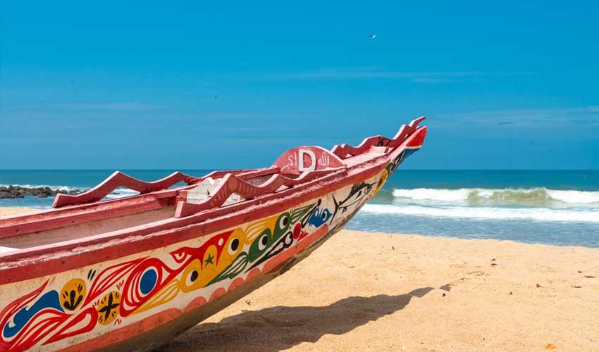 senegal pas cher somone peche sportive bateau colore plage