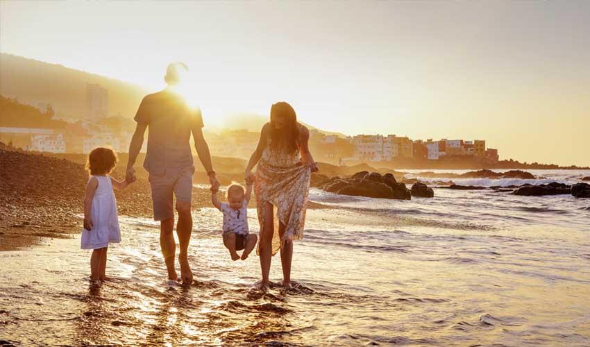 vvf villages vacances avec bebe famille en mer