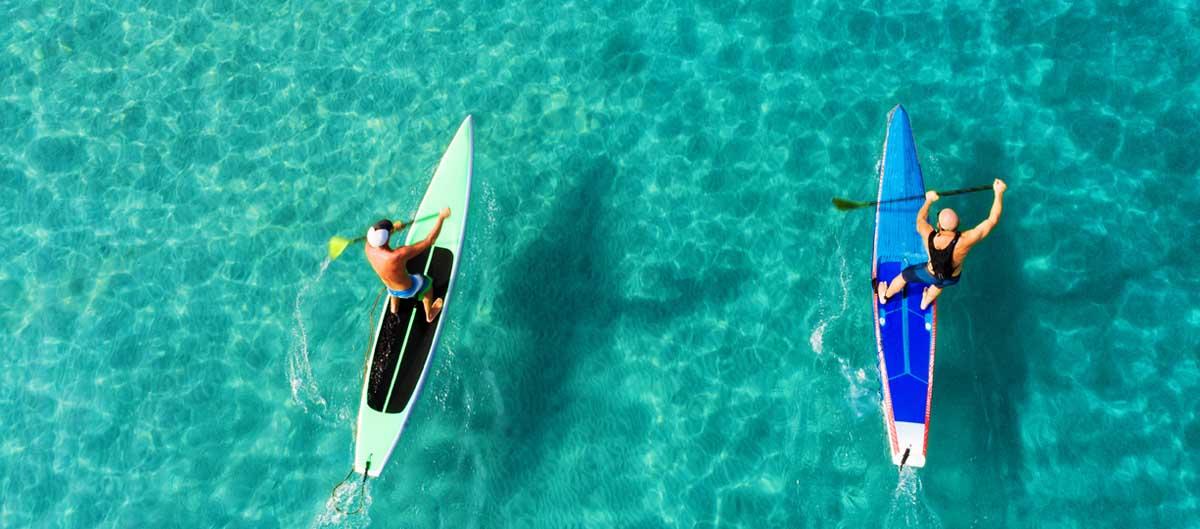 vvf villages vacances sportives deux hommes en train de faire du paddle