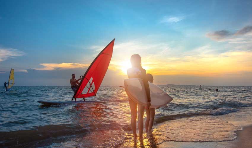 vvf villages vacances sportives activites nautiques mer planche a voile et surf