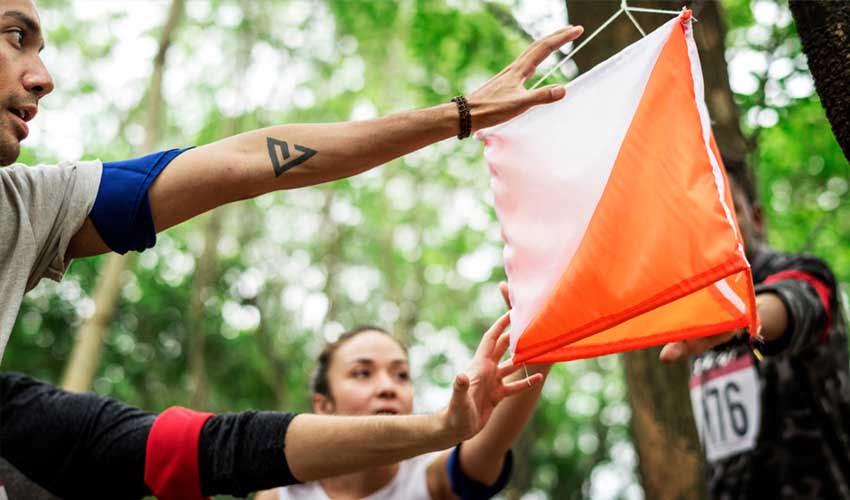 vvf villages vacances sportives summer camp le sud aveyron course d'orientation activites groupe