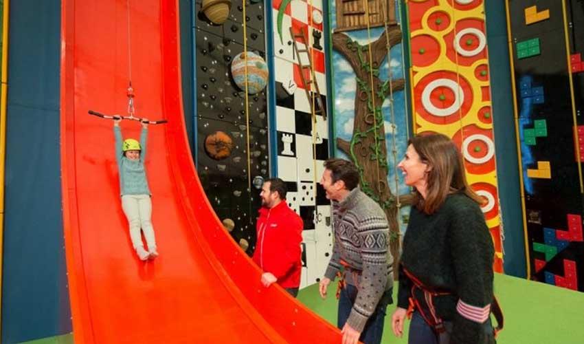 center parcs vacances automne activites interieures escalade famille