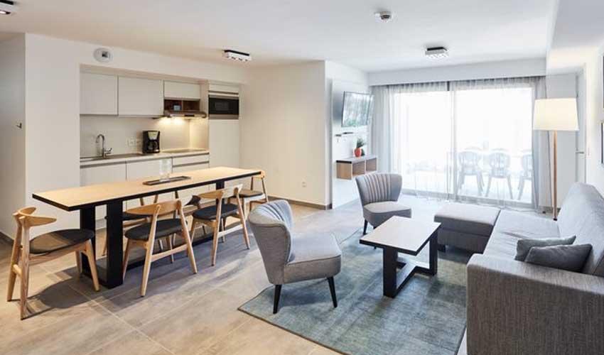 evancy cote d'azur residence les jardins d'azur sejour salon avec cuisine equipee appartement premium