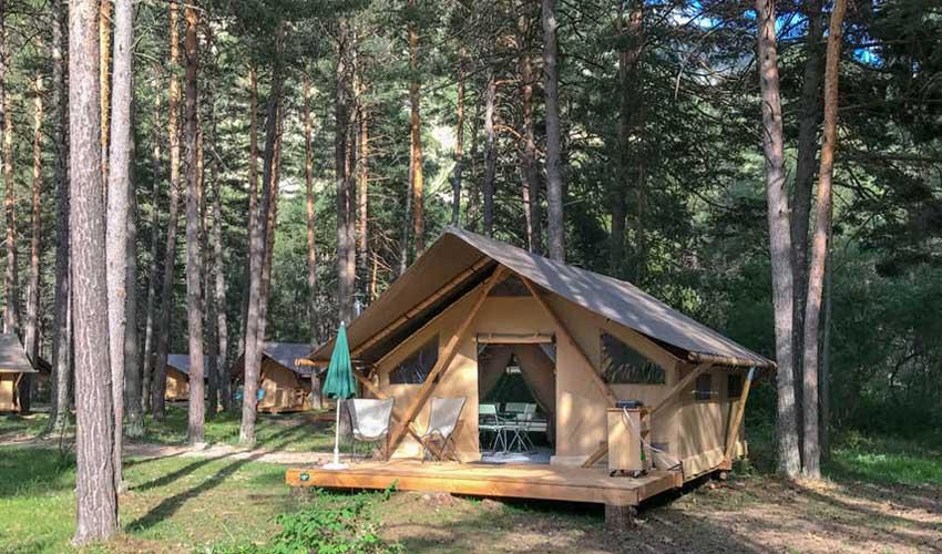 huttopia camping hebergement 5 feuilles la claree