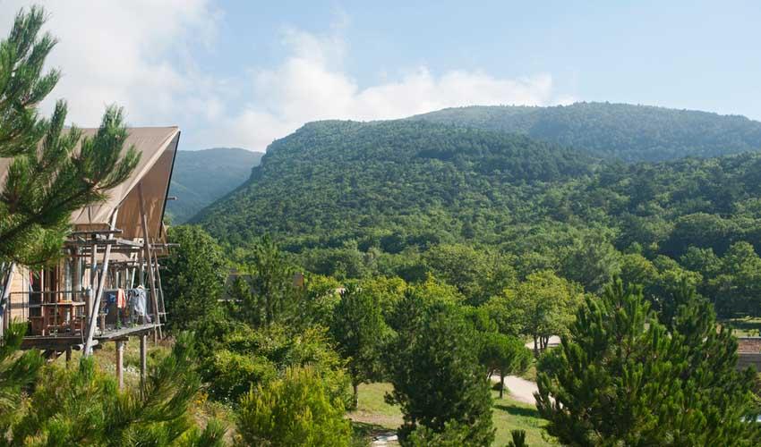 huttopia vacances avec enfants en village dieulefit vue sur nature
