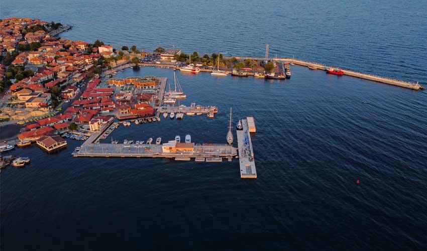 Mer Noire qui est profonde en vacances en Bulgarie