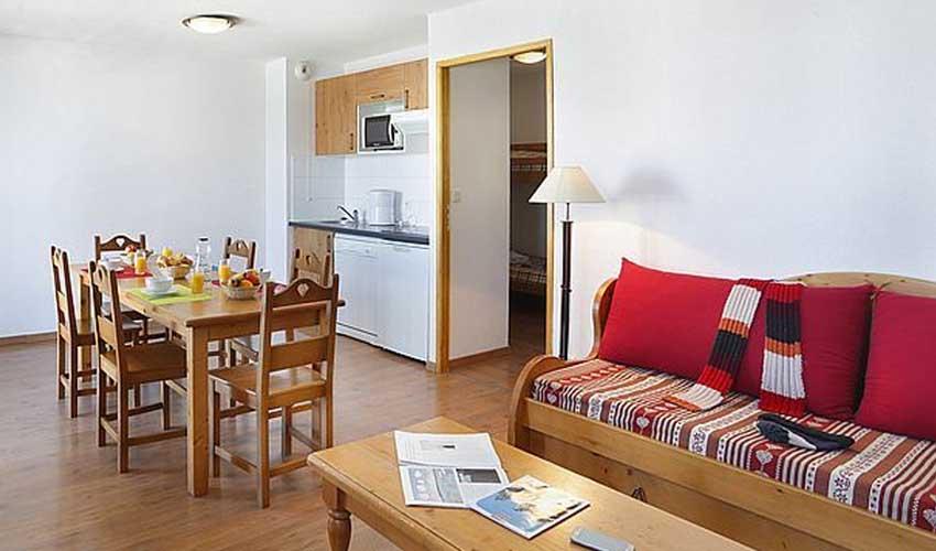 nemea residence hameau de belestas midi pyrennees salon et cuisine