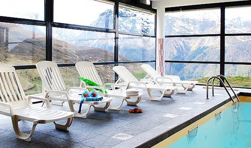 nemea residence hameau belestas piscine avec vue sur vallee montagne