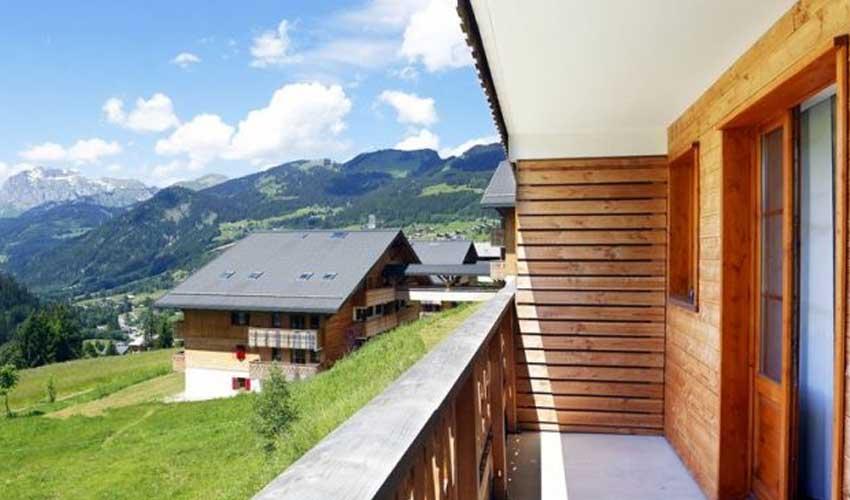 nemea residence terrasse sejour montagne en ete