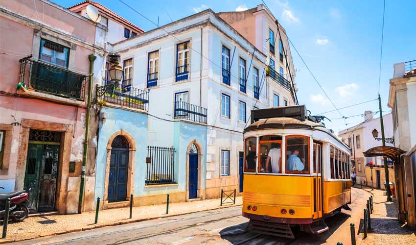 portugal a faire lisbonne tram jaune