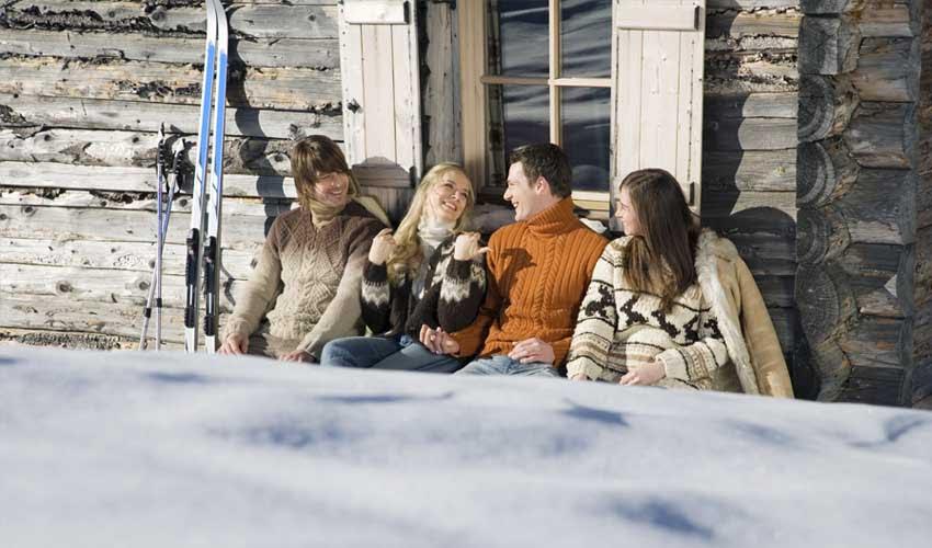 Repos au ski lors de vacances entre amis grâce aux réductions Pierre & Vacances