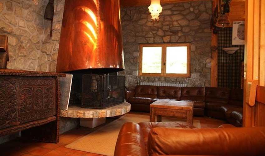 travelski presentation chalet le cep cheminee et sejour
