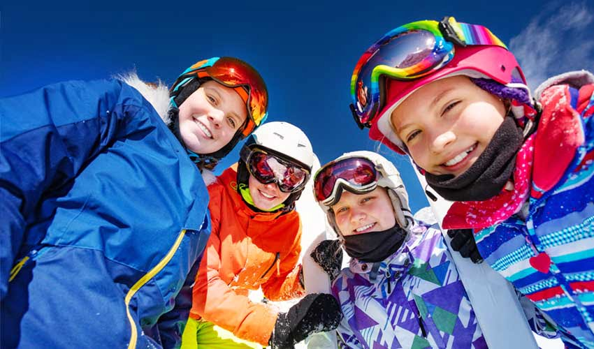 travelski services option smile and pass enfants en tenue sourire